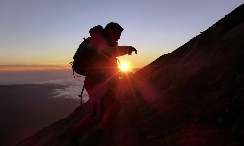 mendaki gunung di jawa